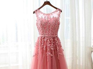 Пудровые платья на выпускной бал